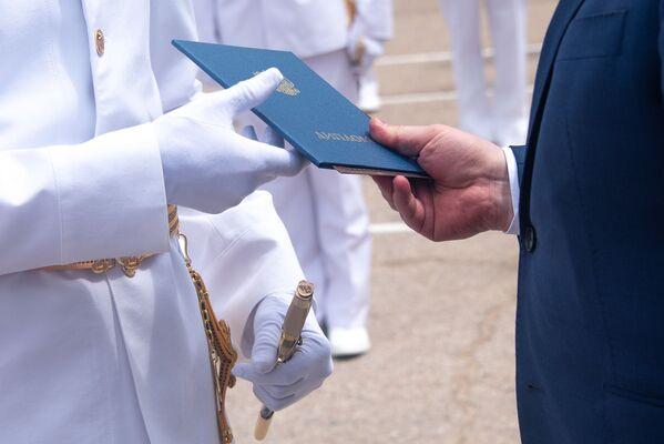 Uroczysta ceremonia rozdania dyplomów absolwentom Wyższej Szkoły Marynarki Wojennej w Sewastopolu - Sputnik Polska