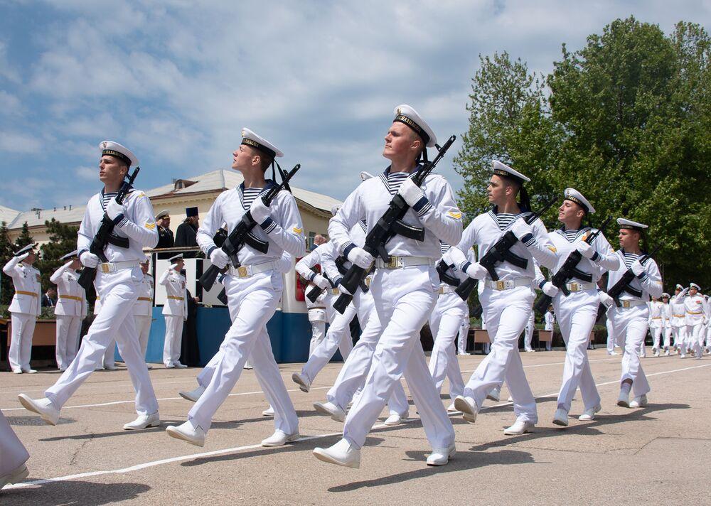 Uroczysta ceremonia rozdania dyplomów absolwentom Wyższej Szkoły Marynarki Wojennej w Sewastopolu