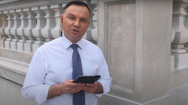 Andrzej Duda rapuje w wyzwaniu #Hot16Challenge - Sputnik Polska