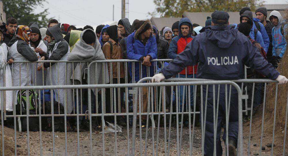 Imigranci z Bliskiego Wschodu na granicy chorwacko-węgierskiej
