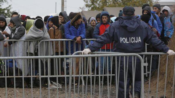 Imigranci z Bliskiego Wschodu na granicy chorwacko-węgierskiej - Sputnik Polska