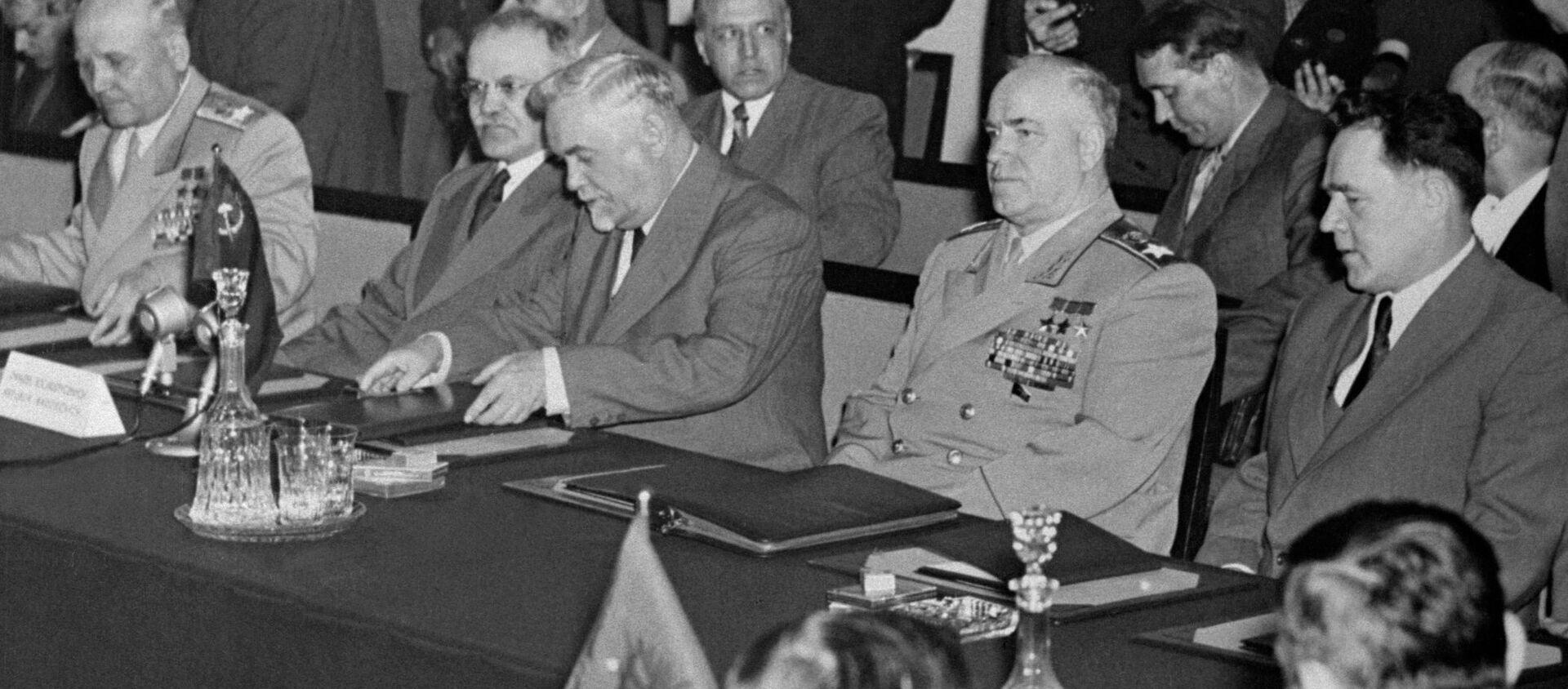 Układ podpisano 14 maja 1955 roku w pałacu Rady Ministrów w Warszawie. - Sputnik Polska, 1920, 14.05.2020