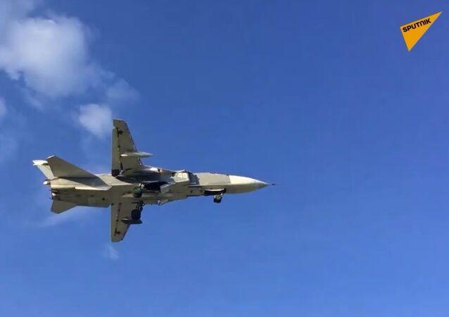 Piloci-absolwenci odbyli pierwsze loty samolotem rozpoznawczym Su-24MR