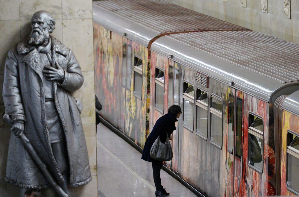"""Pasażerowie w pociągu tematycznym """"Akwarela"""""""