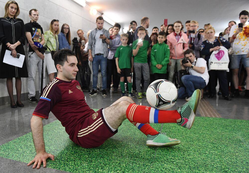 Warsztaty Freestyle Football w moskiewskim metrze