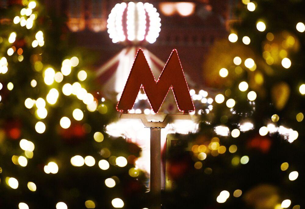 """Logo moskiewskiego metra – czerwona litera """"M"""""""