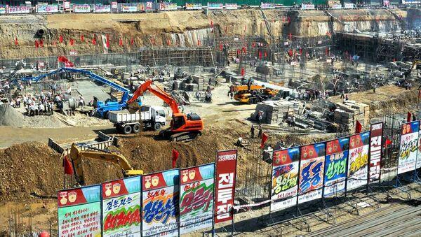 Plac budowy szpitala w Pjongjangu, gdzie znaleziono niewybuchy z czasów wojny koreańskiej. - Sputnik Polska