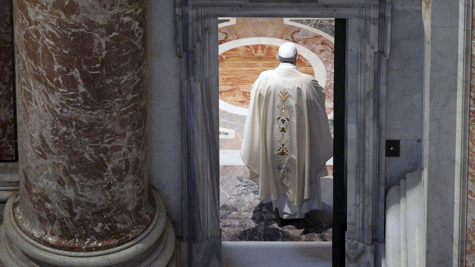Papież Franciszek w Bazylice św. Piotra w Watykanie - Sputnik Polska, 1920, 14.07.2021
