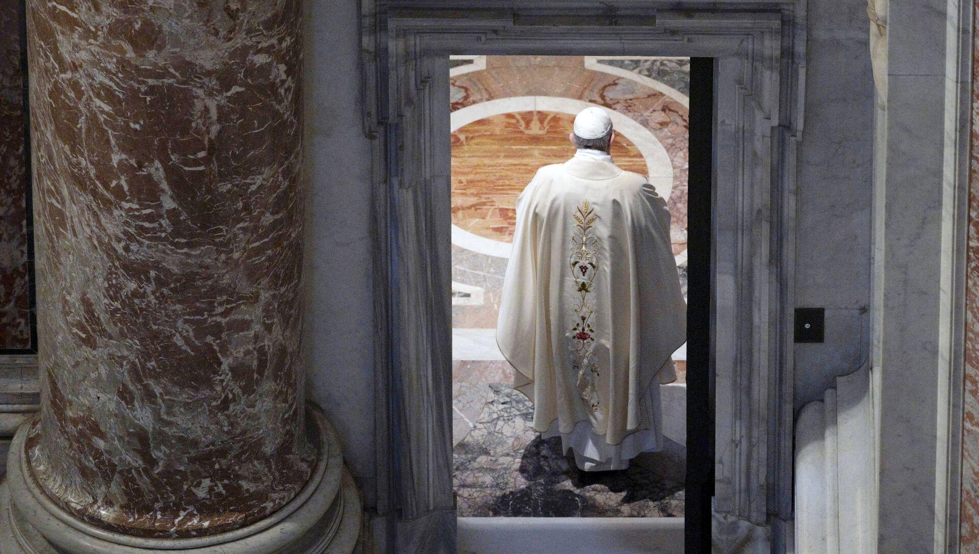 Papież Franciszek w Bazylice św. Piotra w Watykanie - Sputnik Polska, 1920, 29.05.2021