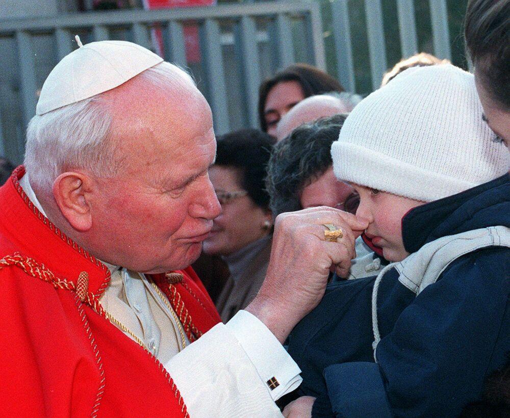 Papież i dziecko w Rzymie, 1996 rok