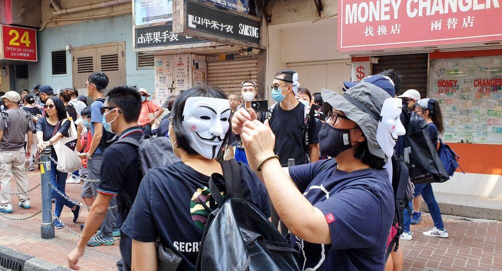 Ludzie w maskach w Hongkongu