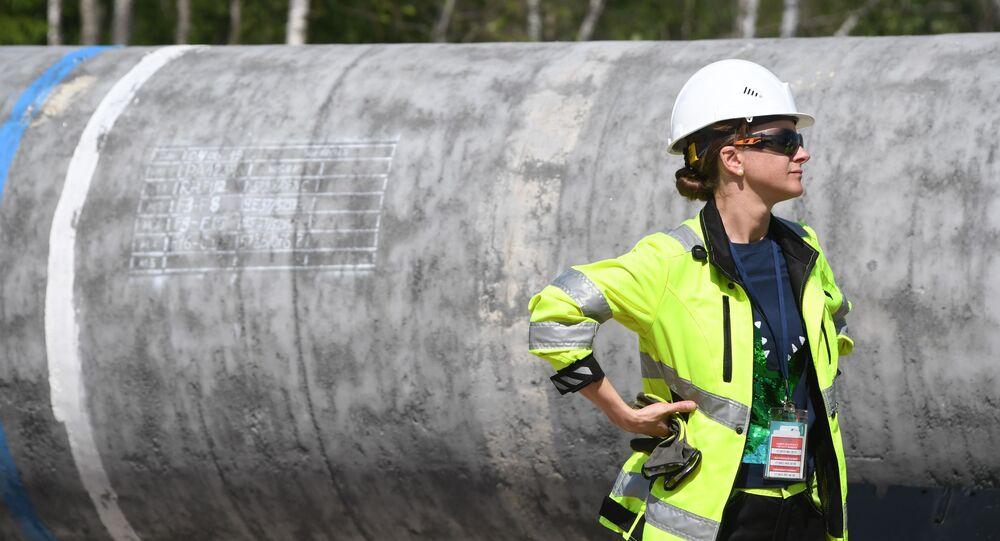 Kobieta przy budowie Nord Stream 2