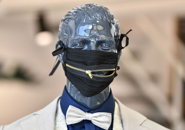 Modna maska ochronna niemieckiego projektanta Wolfa Schinke