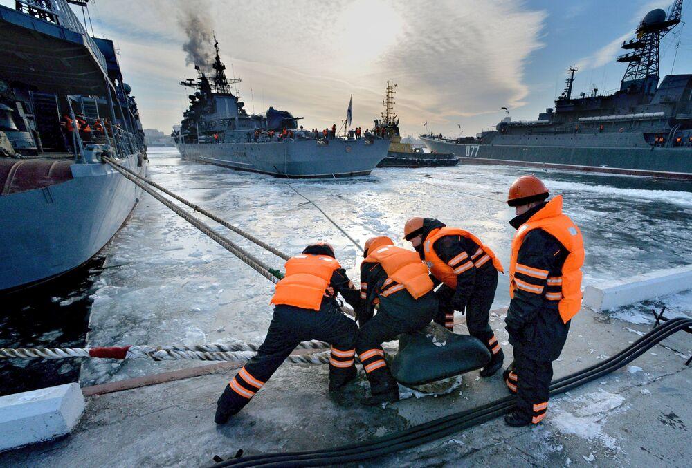Rosyjskie niszczyciele w porcie we Władywostoku