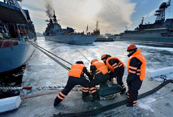 Rosyjskie niszczyciele w porcie we Władywostoku - Sputnik Polska