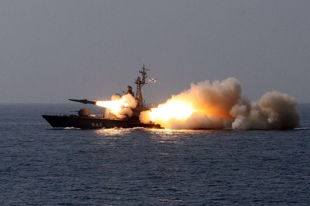 """Krążownik rakietowy 1241 """"Mołnija"""" R-24"""