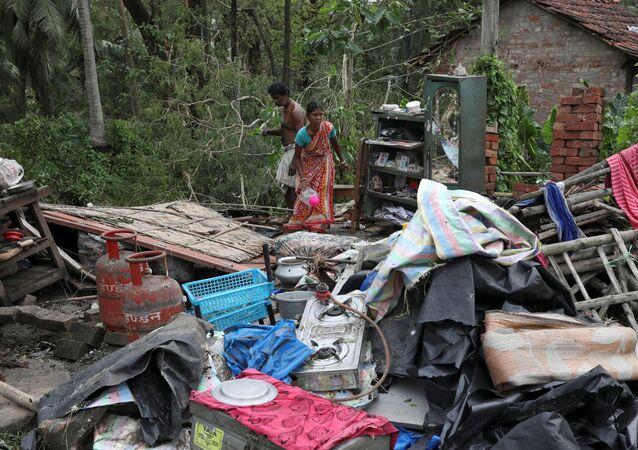 """Skutki cyklonu """"Ampan"""" w stanie Bengal Zachodni w Indiach"""