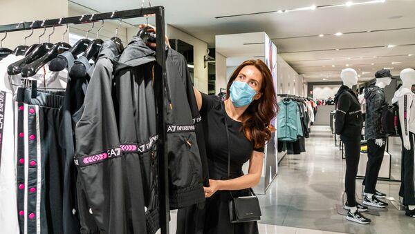 Klientka sklepu odzieżowego - Sputnik Polska