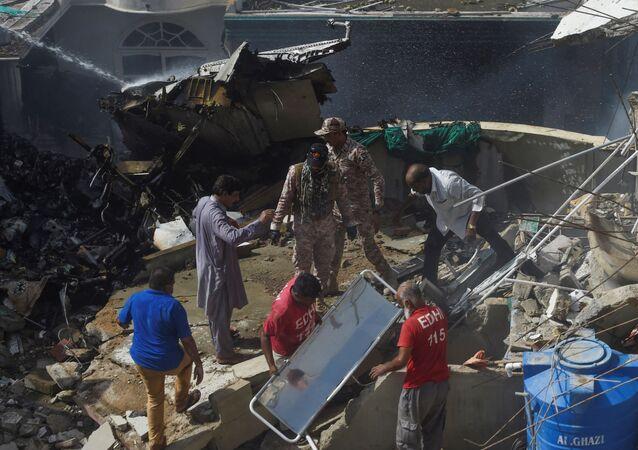 Miejsce katastrofy lotniczej w Pakistanie