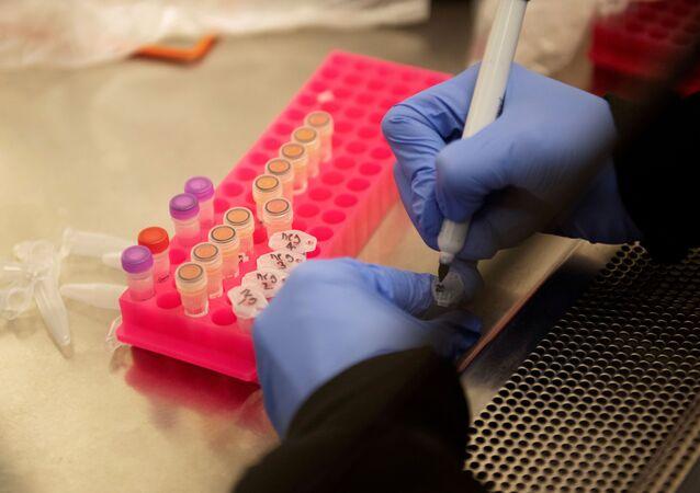 Badania nad lekiem na koronawirusa w laboratorium University of Minnesota w USA