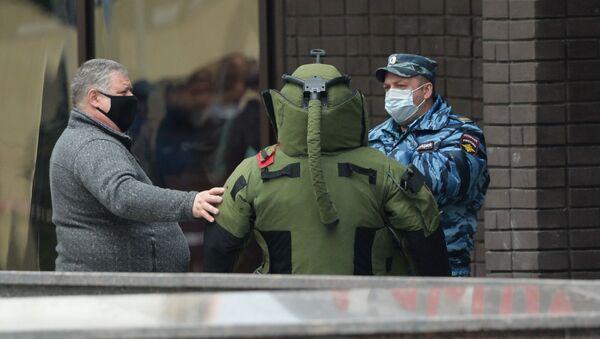 Policja przed oddziałem Alfa-Banku w Moskwie - Sputnik Polska