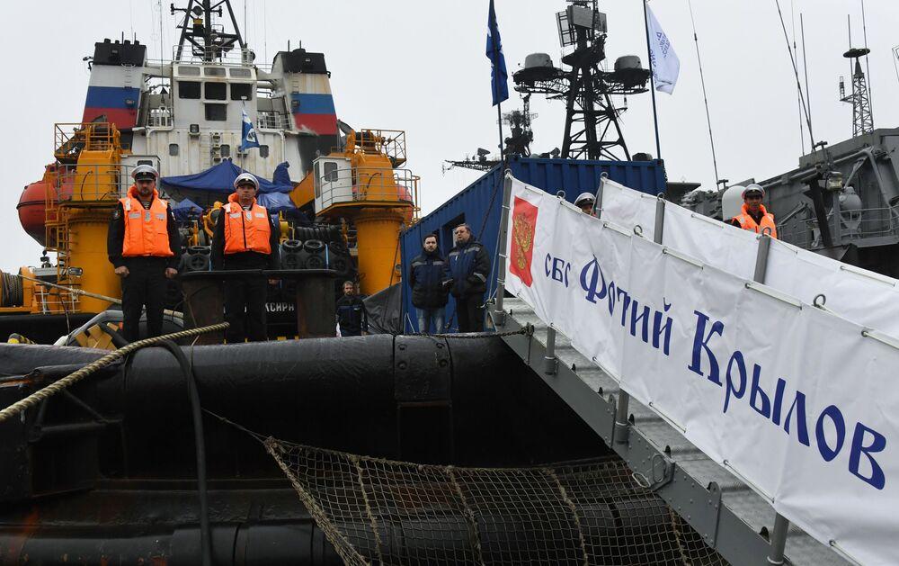 Załoga holownika ratunkowego (SBS) Floty Oceanu Spokojnego
