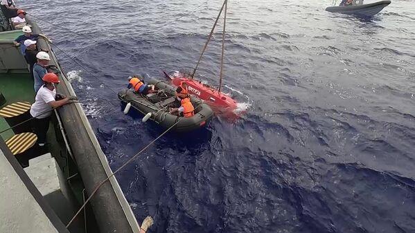 Załoga holownika ratunkowego (SBS) Floty Oceanu Spokojnego  - Sputnik Polska