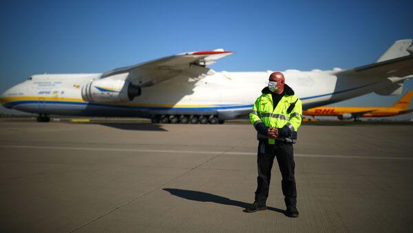 Ukraiński samolot transportowy An-225 Mrija na lotnisku w Lipsku - Sputnik Polska