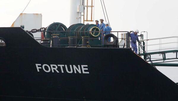 """Irański tankowiec """"Fortune"""" wczesnym rankiem 24 maja zacumował w pobliżu rafinerii El Palito w Wenezueli.  - Sputnik Polska"""