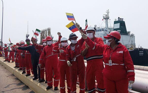 Powitanie irańskiego tankowca Fortuna w rafinerii El Palito w Wenezueli - Sputnik Polska