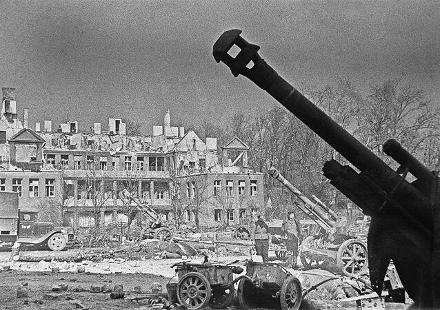Zniszczone domy w Koenigsbergu w 1945 roku