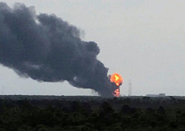 Wybuch rakiety Falcon 9 podczas testów.