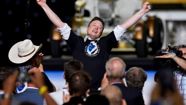 Elon Musk po wystrzeleniu rakiety Falcon 9. - Sputnik Polska