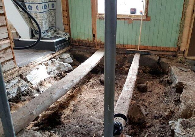 Pochówek z czasów wikingów znaleziony przez małżonków z Norwegii podczas remontu domu