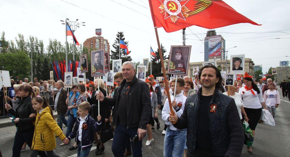 """Uczestnicy akcji """"Nieśmiertelny Pułk"""" w Doniecku"""