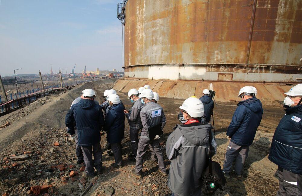 Likwidacja wycieku oleju napędowego pod Norylskiem