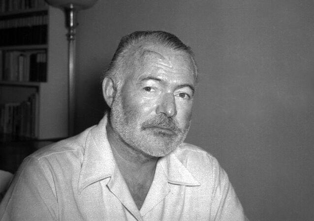 Amerykański pisarz i dziennikarz Ernest Hemingway w 1950 roku
