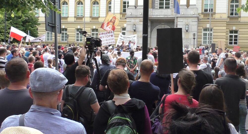 Demonstracja przeciwko przymusowi szczepień.