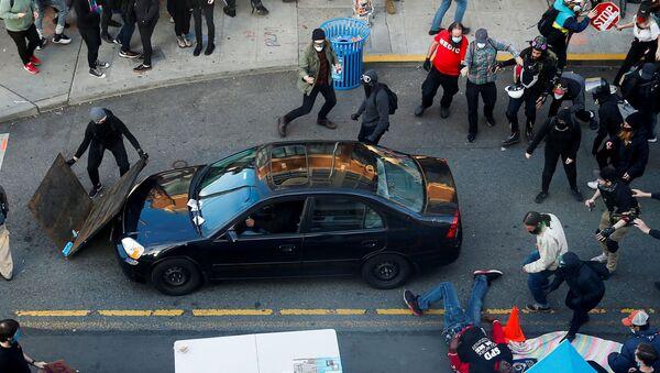 Samochód wjechał w tłum demonstrantów w Seattle - Sputnik Polska
