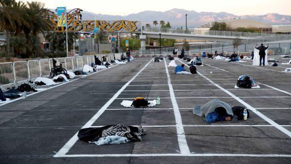 Bezdomni śpią na parkingu w Las Vegas, USA - Sputnik Polska