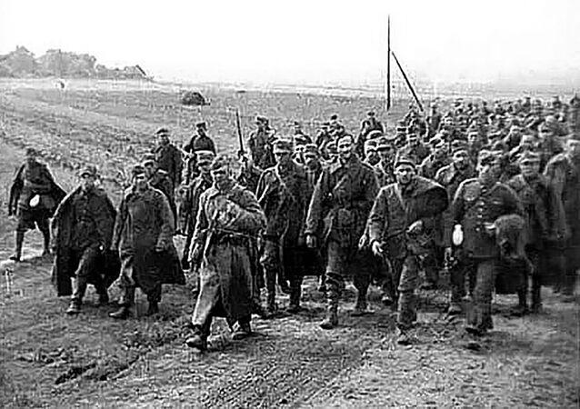 Polscy jeńcy w asyście czerwnoarmistów, 1939 rok