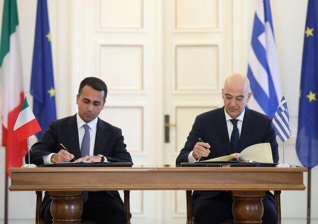 Ministrowie spraw zagranicznych Grecji Nikos Dendias i Włoch Luigi di Maio