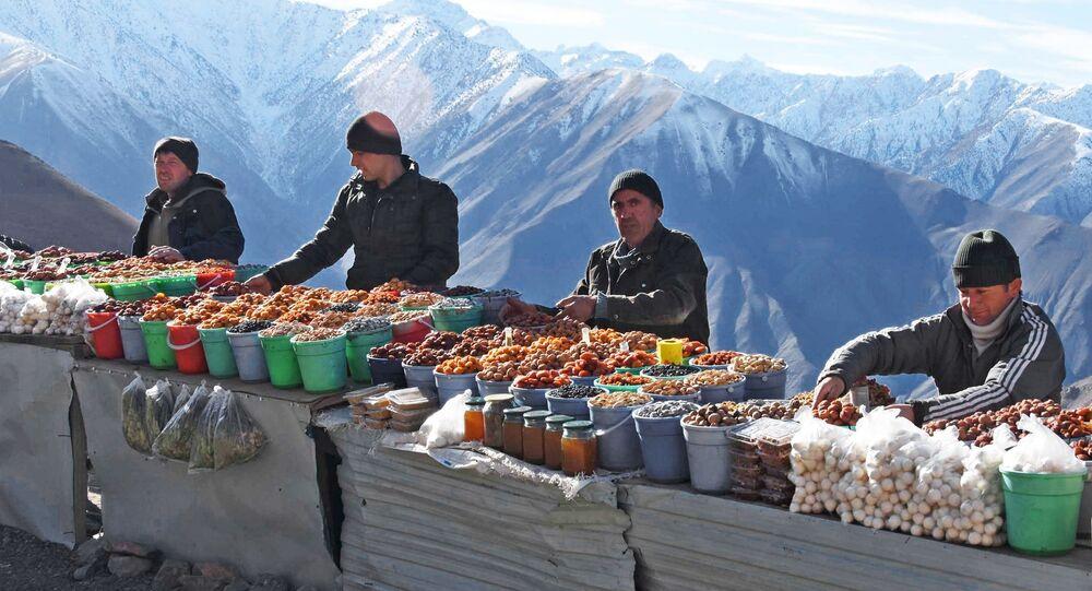 Sprzedawcy suszonych owoców w Tadżykistanie