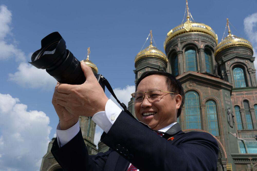 "Ambasador Wietnamu w Rosji Nông Đức Mạnh w parku ""Patriot"""