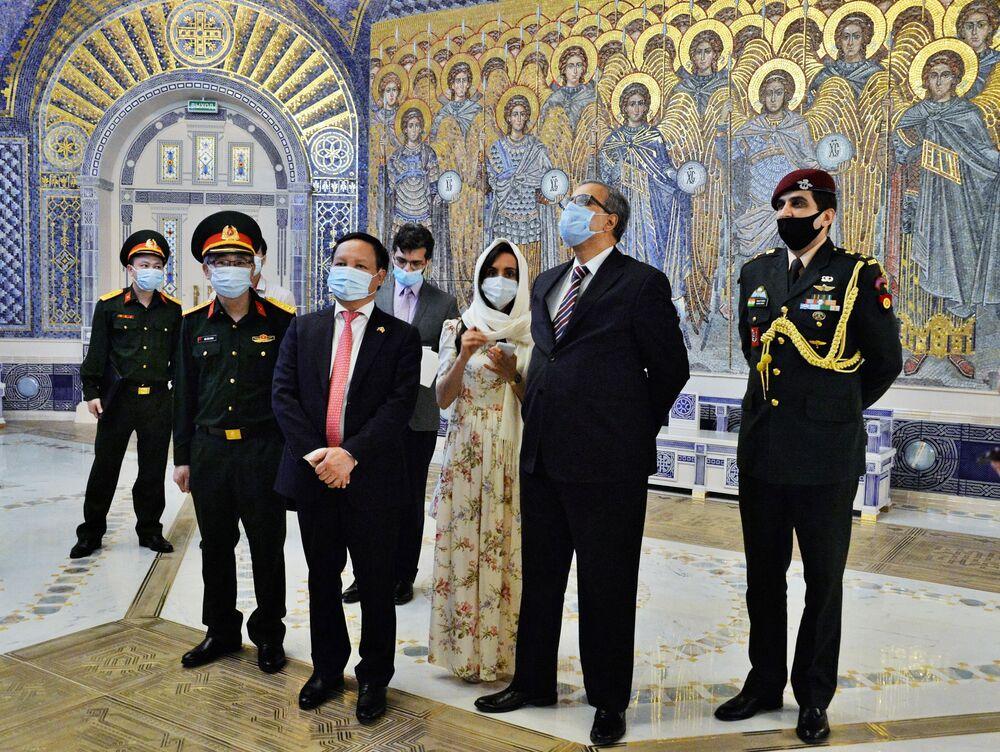 Ambasadorowie Indii i Wietnamu zwiedzają główną świątynię Sił Zbrojnych Federacji Rosyjskiej