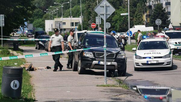 Policjanci w miejscu, gdzie doszło do ataku nożownika na szkołę w miejscowości Vrutky - Sputnik Polska