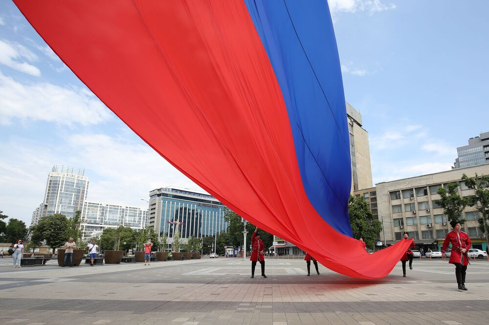 Obchody Dnia Rosji na głównym placu w Krasnodarze