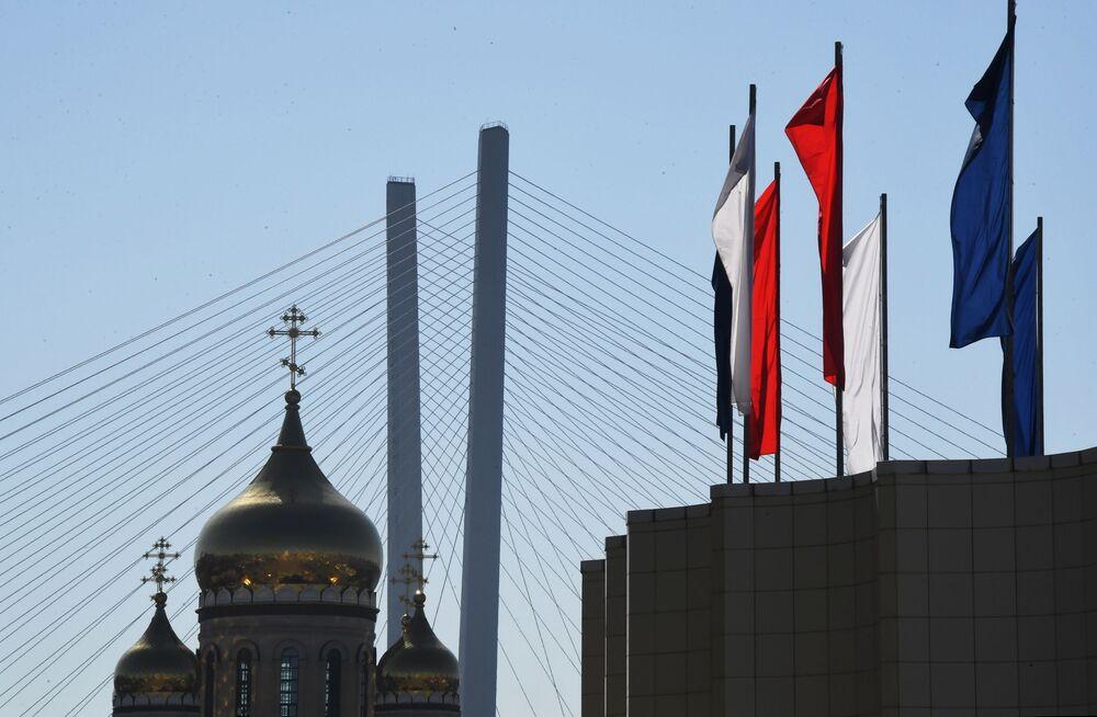 Flagi na centralnym placu we Władywostoku