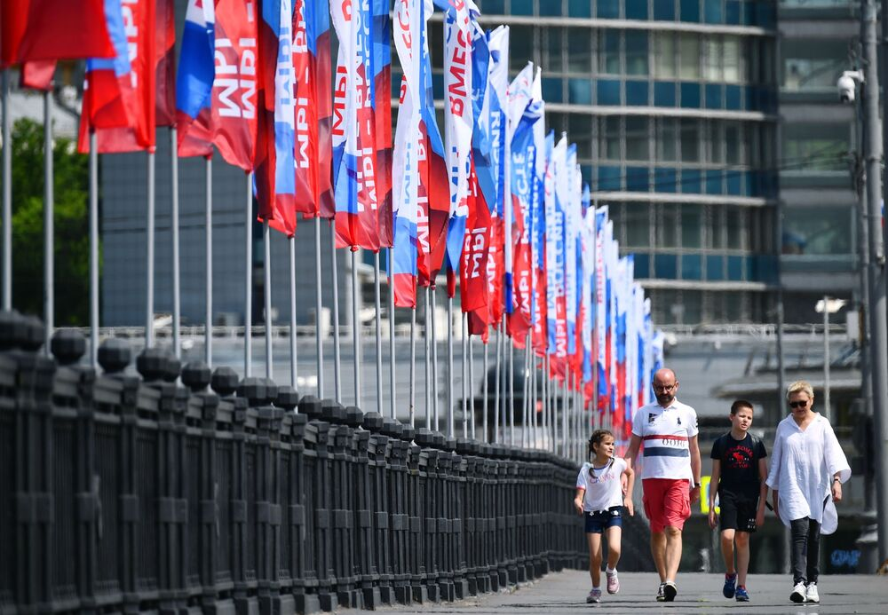 Spacery w Moskwie podczas uroczystości na cześć obchodów Dnia Rosji