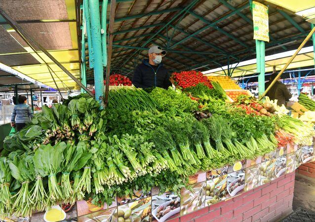 Stoisko z warzywami na rynku w Moskwie